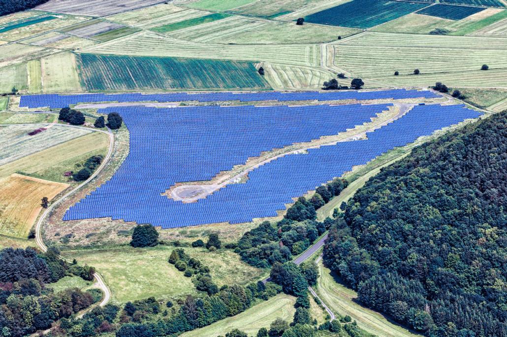014-luftaufnahme-photovoltaik-anlage-bei-gladenbach-business-images